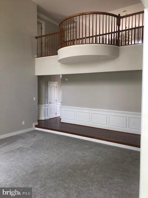 Open stairway w/balcony - 42 LIGHTFOOT DR, STAFFORD