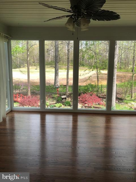 Sunroom backing to golf course - 42 LIGHTFOOT DR, STAFFORD