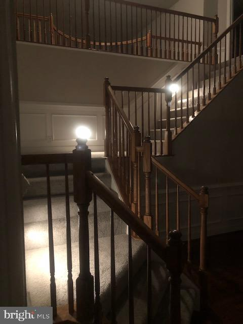 Lighted dual staircase - 42 LIGHTFOOT DR, STAFFORD