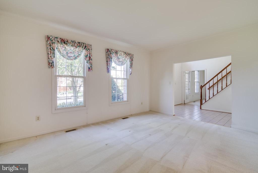 Living Room - 9611 MERCEDES DR, MANASSAS