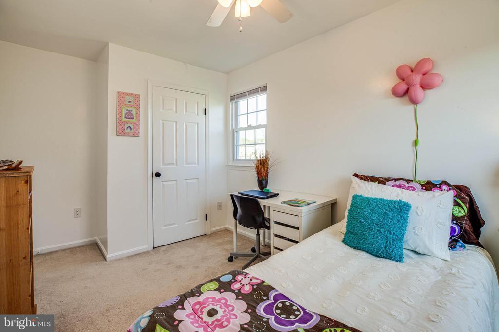 4th bed has big closet. All carpets w upgrade pads - 6055 PONHILL DR, WOODBRIDGE