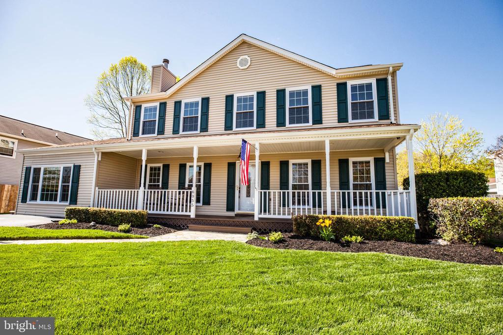 Beautiful home with amazing curb appeal - 6055 PONHILL DR, WOODBRIDGE
