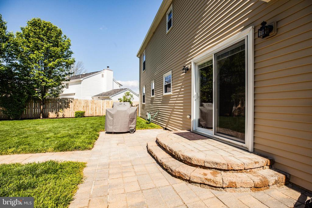 Step out back to extensively hardscaped backyard - 6055 PONHILL DR, WOODBRIDGE