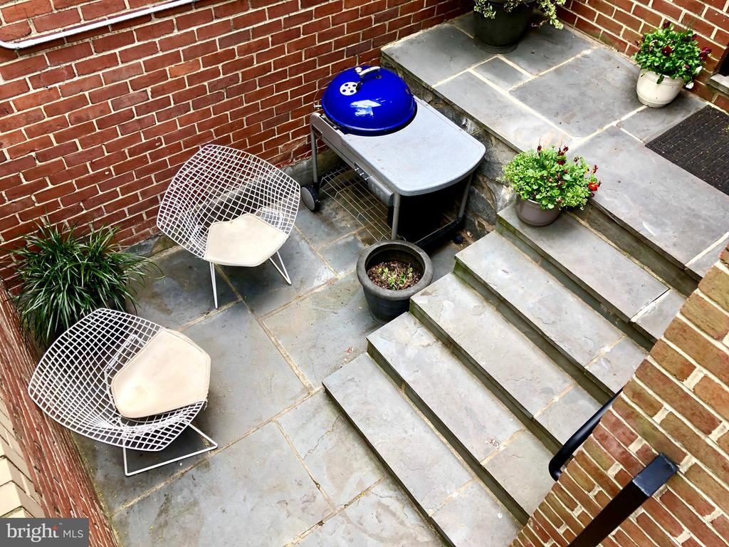 Dine al fresco, BBQ, cocktails on the patio! - 4822 HAMPDEN LN #R-6, BETHESDA