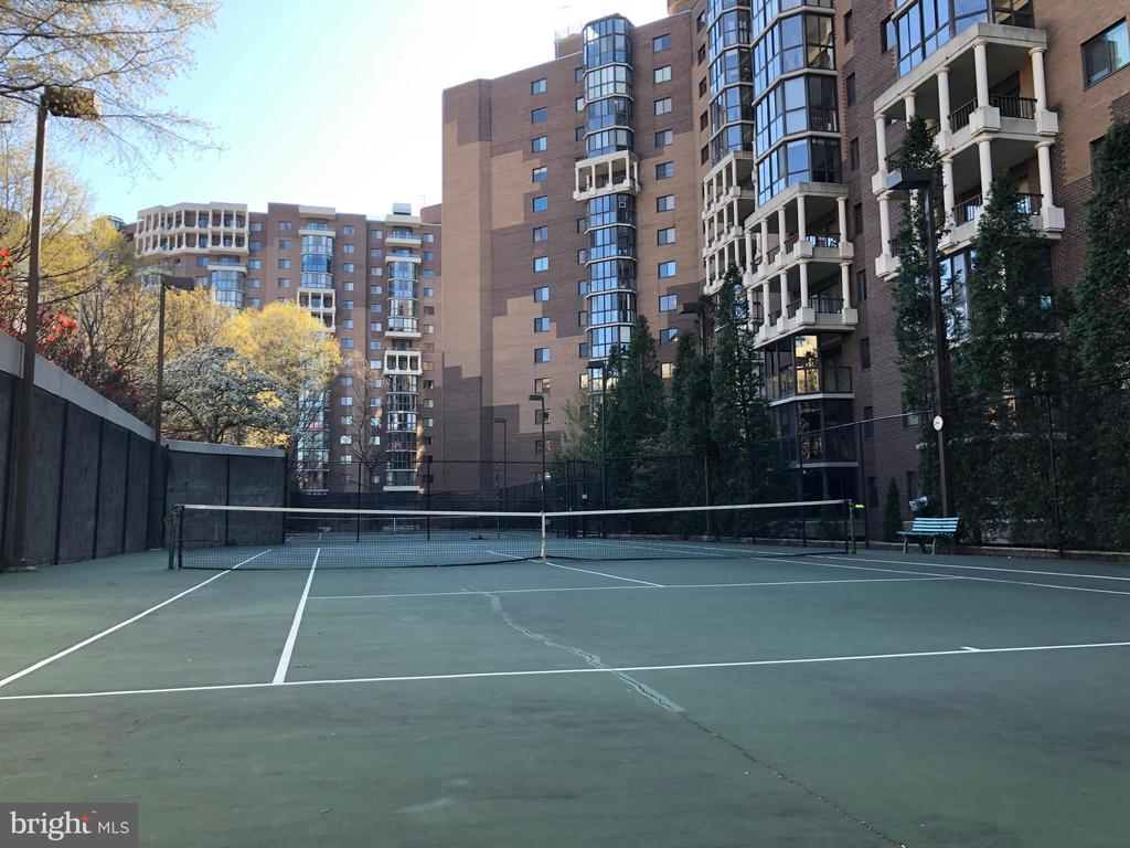On site Tennis Courts - 1600 N OAK ST #809, ARLINGTON