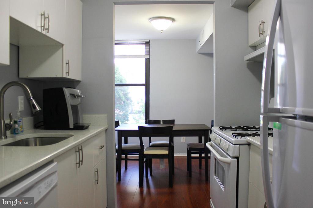 Kitchen - 102 DUVALL LN #4-104, GAITHERSBURG