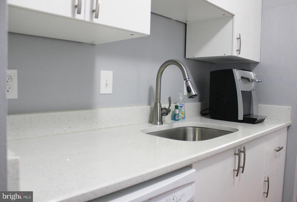 Kitchen Counter and Sink - 102 DUVALL LN #4-104, GAITHERSBURG
