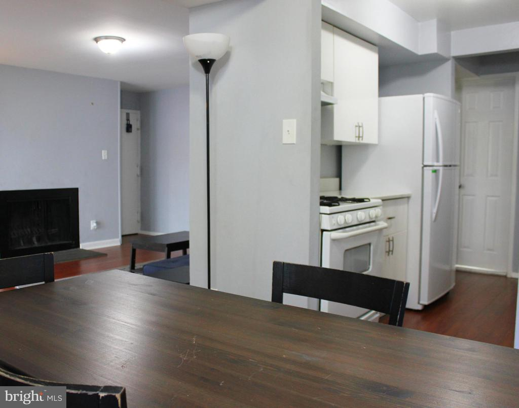 Dining Room off the Kitchen - 102 DUVALL LN #4-104, GAITHERSBURG