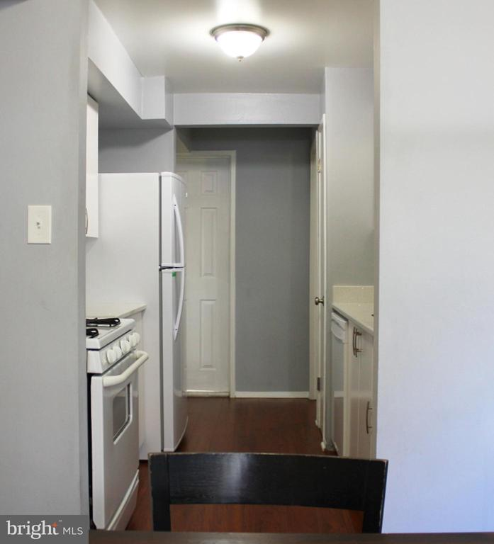 Easy Access to Dining Room or Kitchen - 102 DUVALL LN #4-104, GAITHERSBURG
