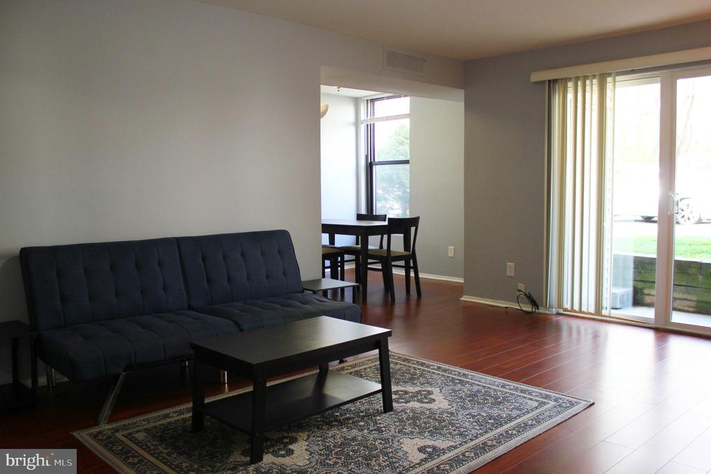 Living Room - 102 DUVALL LN #4-104, GAITHERSBURG