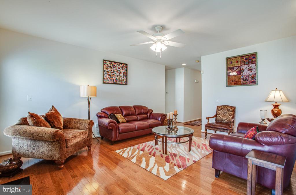 Family Room - 5625 E KESSLERS XING, FREDERICKSBURG