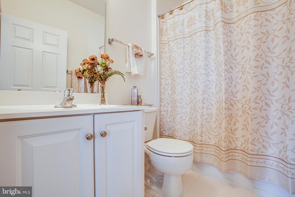 Hall Bathroom - 5625 E KESSLERS XING, FREDERICKSBURG