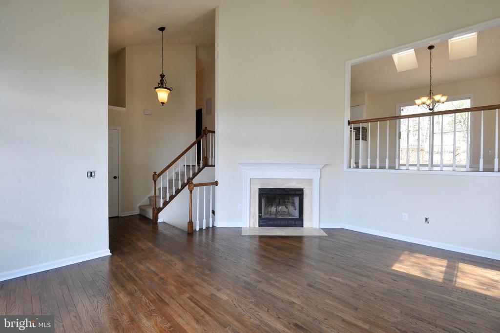 Gleaming hardwood flooring - 8 RIDGE POINTE LN, FREDERICKSBURG
