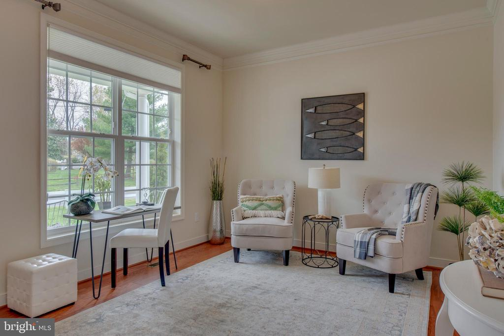 Large living room - 98 GREAT LAKE DR, ANNAPOLIS