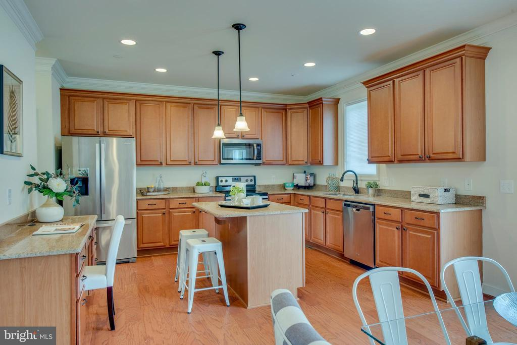 Wow wow wow!  Look at this kitchen! - 98 GREAT LAKE DR, ANNAPOLIS