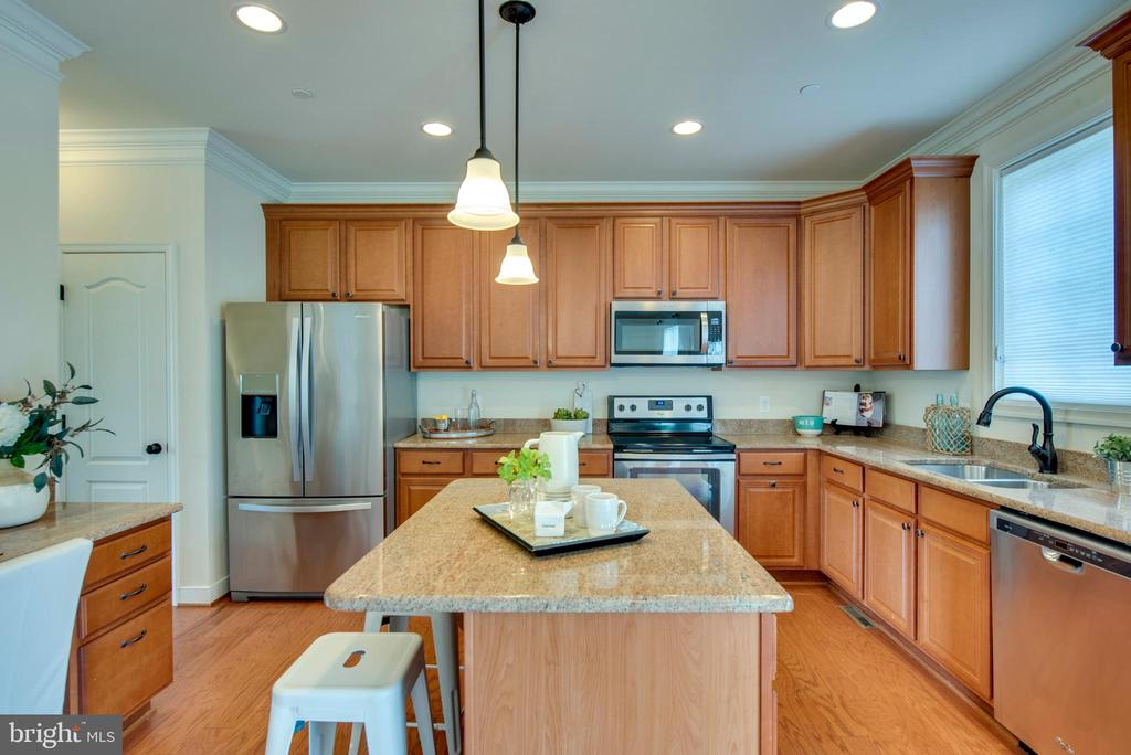 Stainless appliances - 98 GREAT LAKE DR, ANNAPOLIS