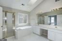 Large Master bath! - 2421 MILL HEIGHTS DR, HERNDON