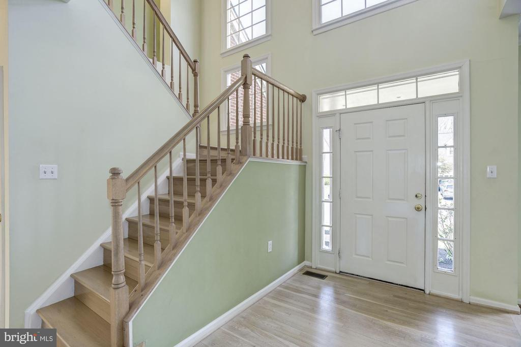 Sun filled Foyer - 2421 MILL HEIGHTS DR, HERNDON