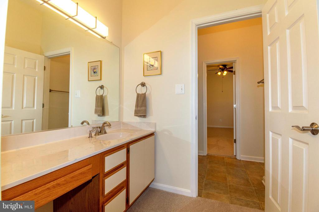 Jack & Jill Bath with 2 Separate Vanities - 6505 MATTHEW LN, MINERAL
