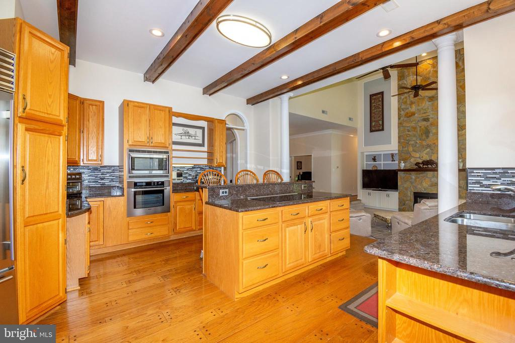Kitchen w/Beamed Ceiling - 6505 MATTHEW LN, MINERAL