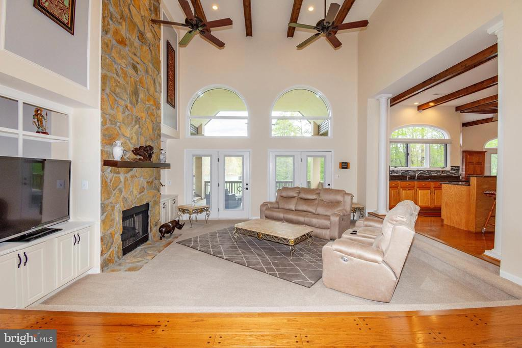 Large Living Room w/Stone Fireplace - 6505 MATTHEW LN, MINERAL