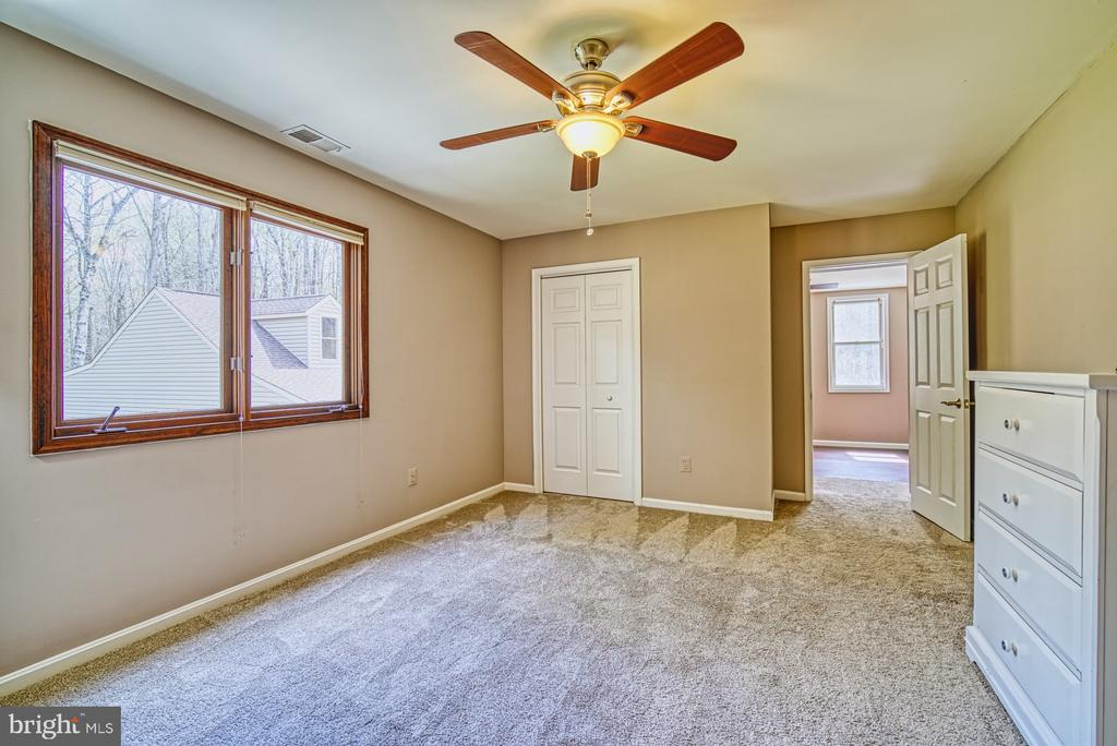 Bedroom two with sitting room / office - 10001 WISAKON TRL, MANASSAS