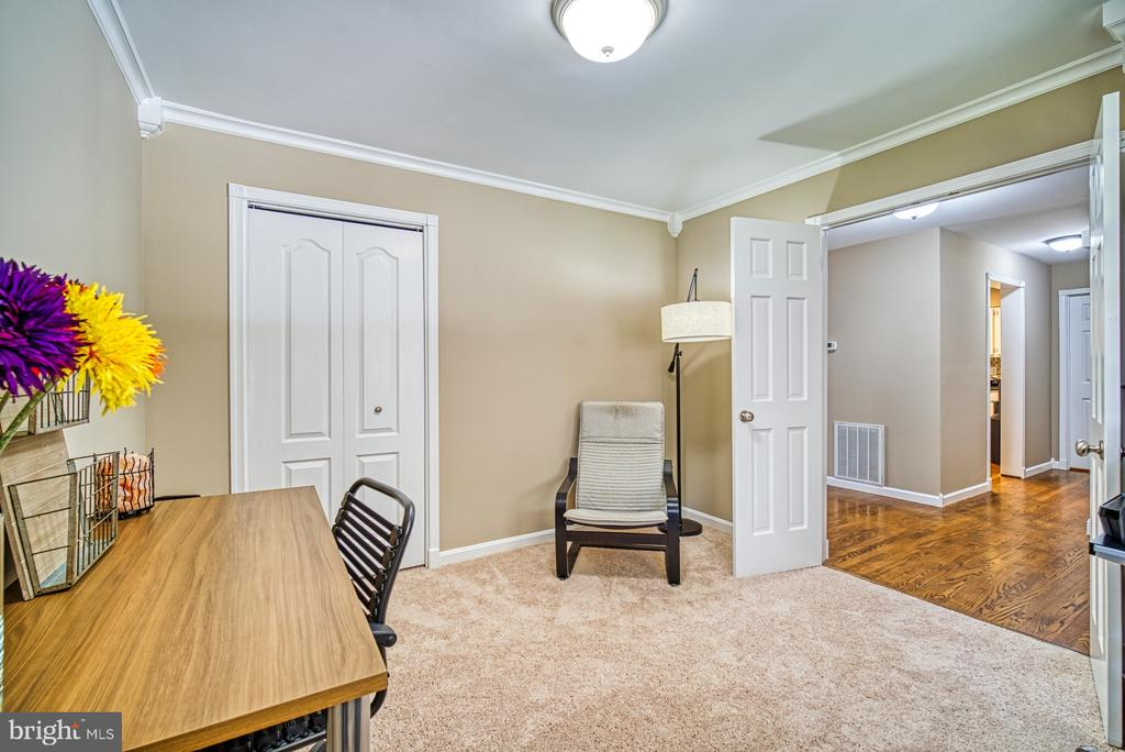 Main level bedroom / office with walk-in~closet - 10001 WISAKON TRL, MANASSAS