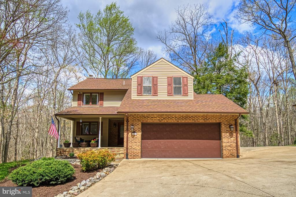 Lovely 5-bedroom home with 2-car attached garage - 10001 WISAKON TRL, MANASSAS