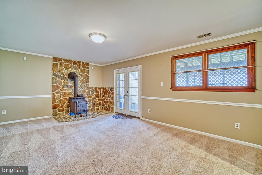 Recreation room with wood burning stove - 10001 WISAKON TRL, MANASSAS