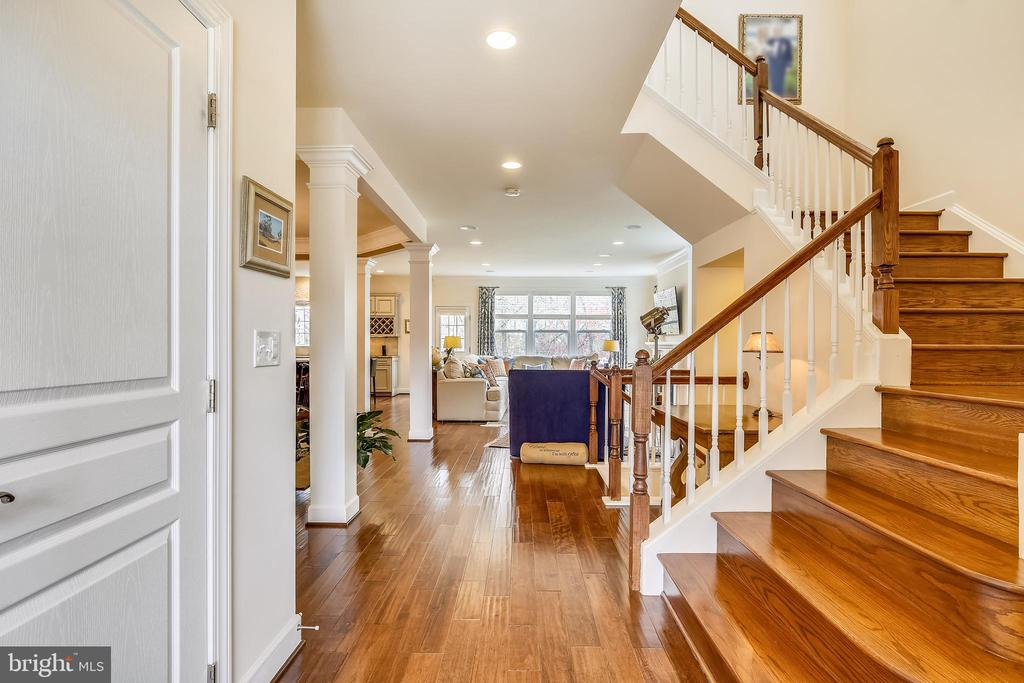 Staircase - 10264 GREENSPIRE DR, OAKTON