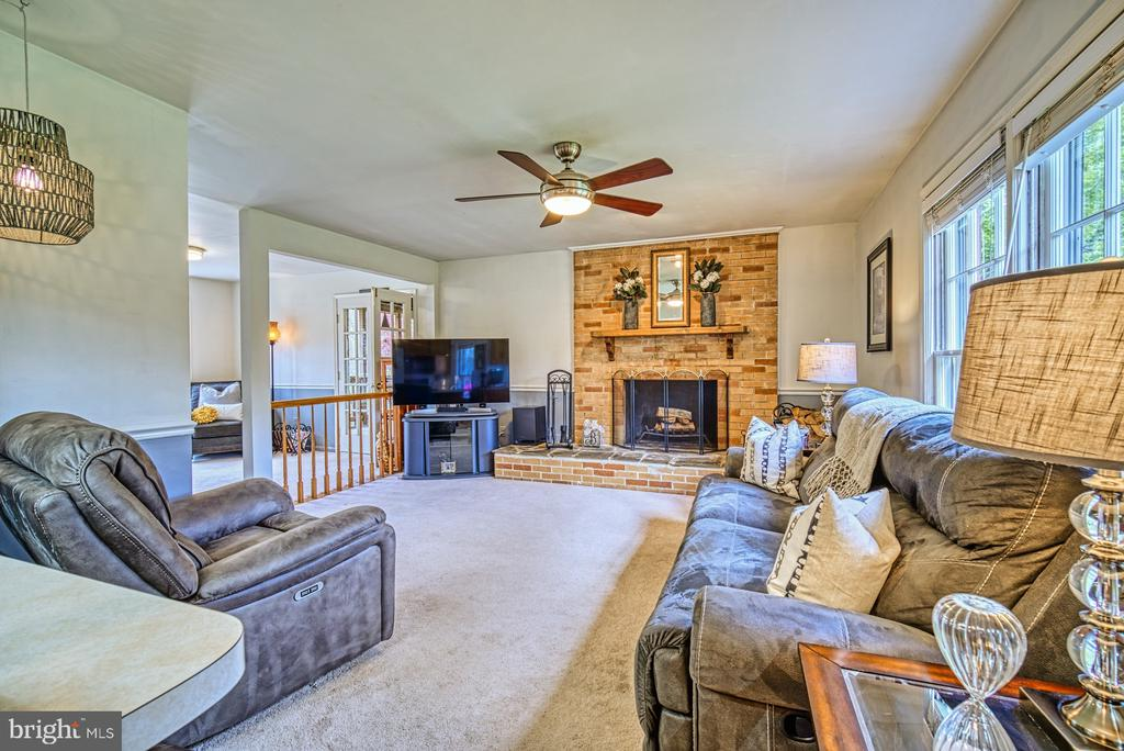 Wood burning fire place centers the family room - 11610 HENDERSON RD, CLIFTON