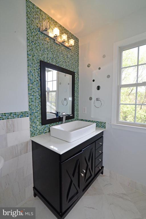 Fully renovated princess bath - 13247 MIDDLETON FARM LN, HERNDON