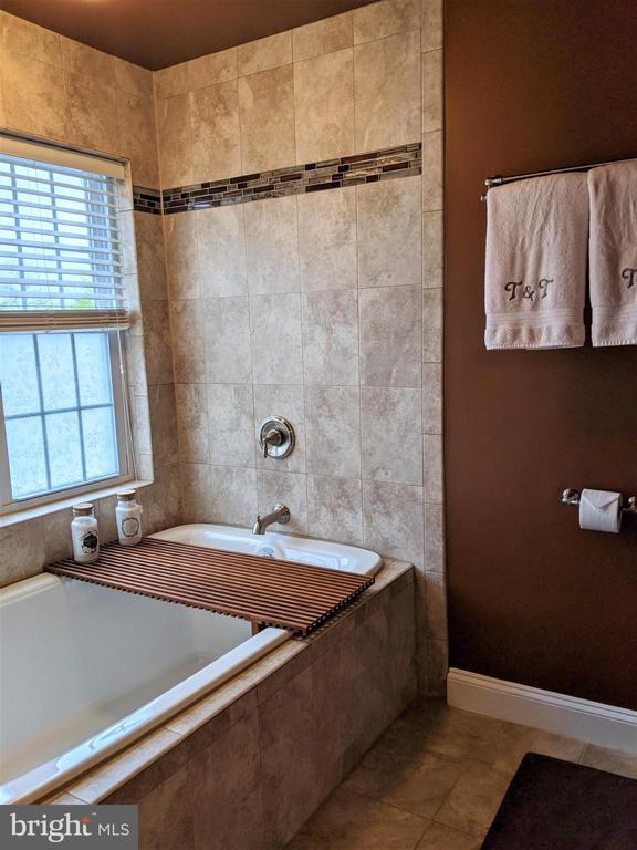 Master Bath w/Soaking Tub - 9301 OLD SCAGGSVILLE RD, LAUREL