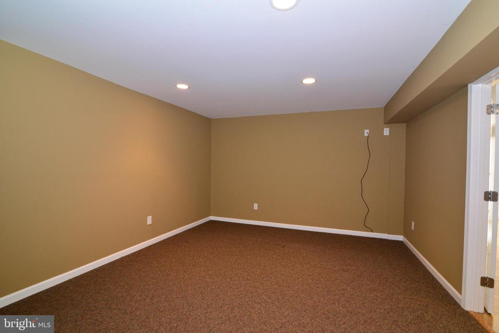 Exercise room is wired for TV - 13247 MIDDLETON FARM LN, HERNDON
