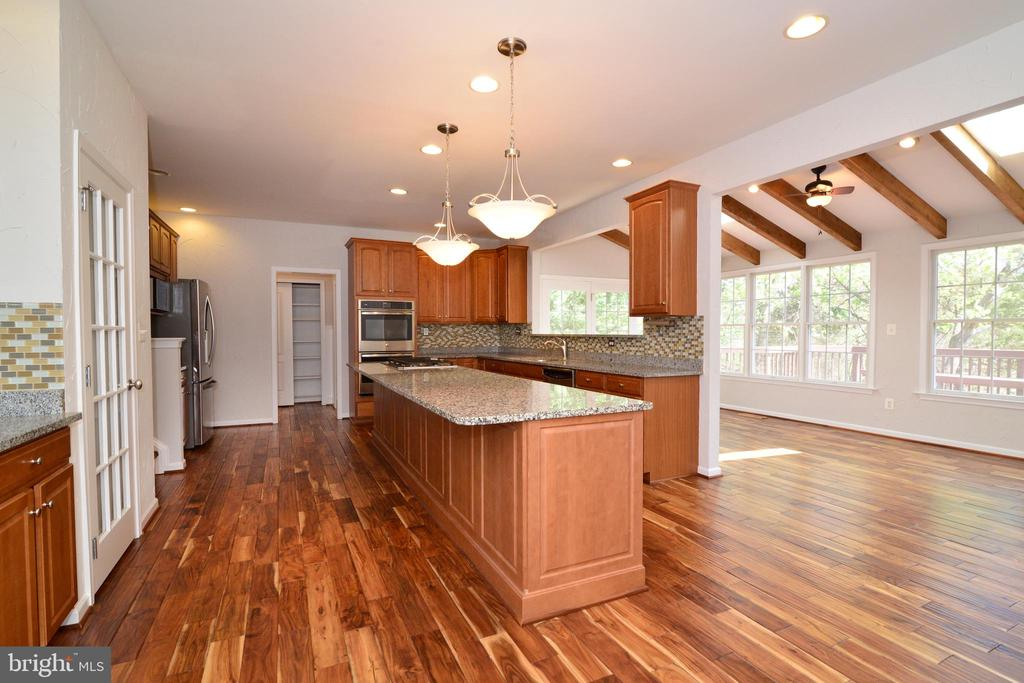 Kitchen and Sun Room - 13247 MIDDLETON FARM LN, HERNDON