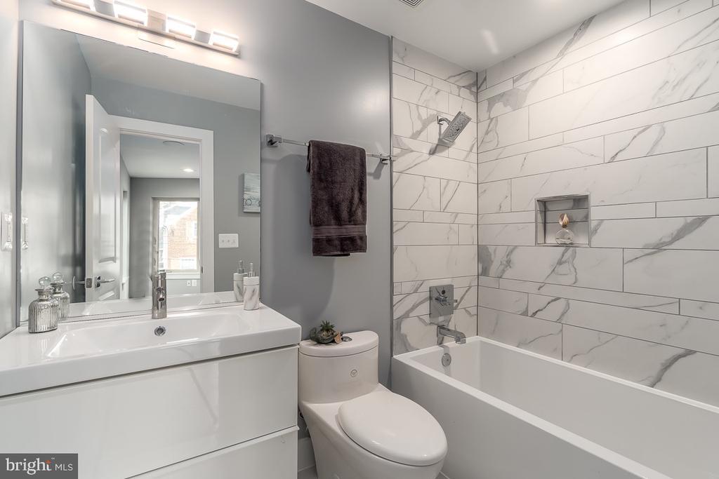 Bathroom 2 on the second floor - 5700 BLAIR RD NE, WASHINGTON