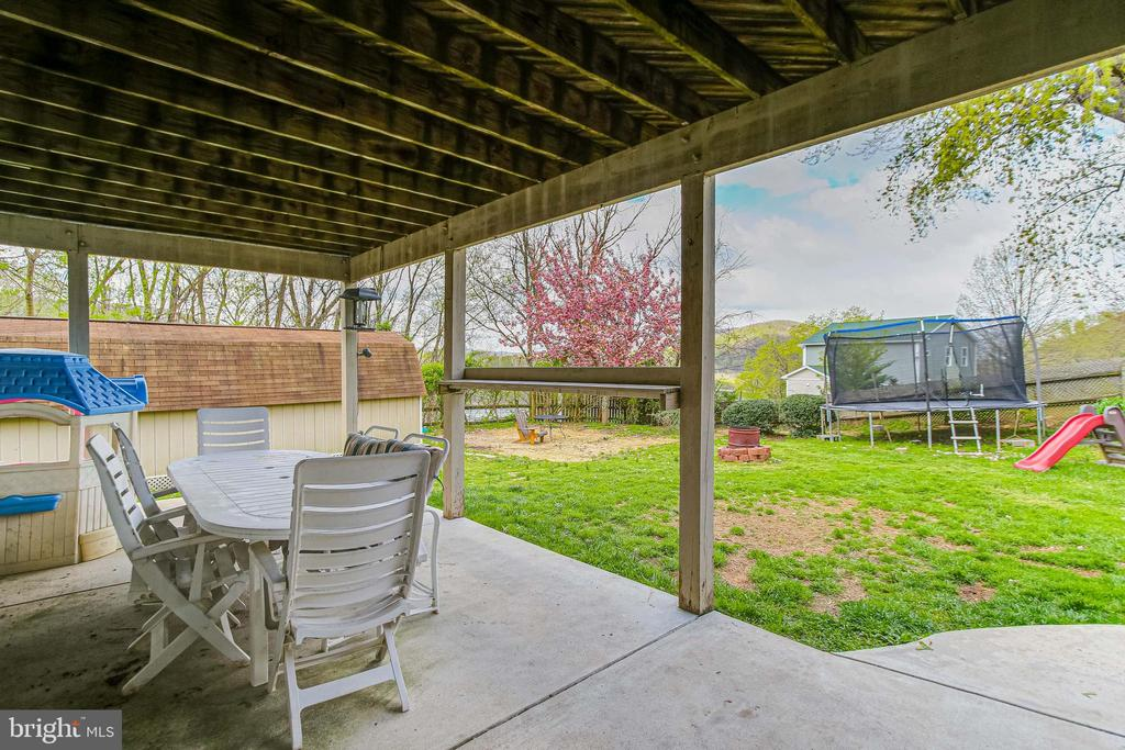 Exterior Rear Patio - 19126 SANDYHOOK RD, KNOXVILLE