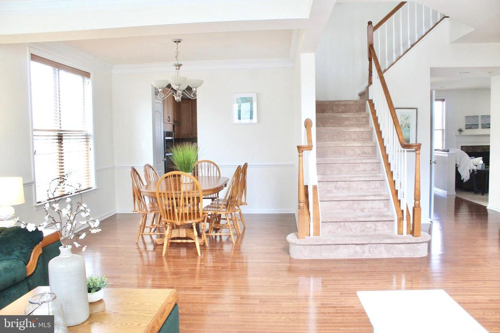 Open floor plan featuring separate dining area - 4025 BRIDLE RIDGE RD, UPPER MARLBORO