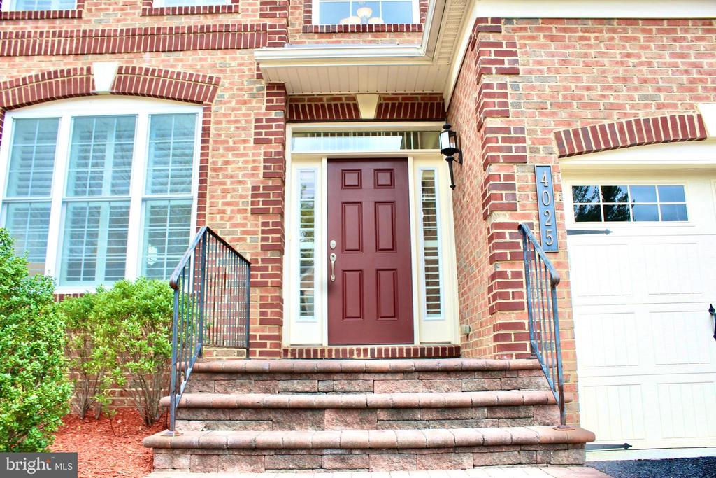 Classic and Stately entry - 4025 BRIDLE RIDGE RD, UPPER MARLBORO