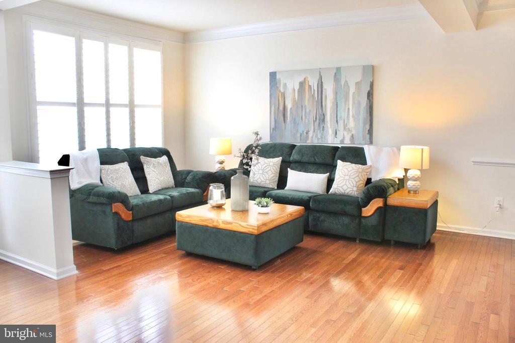 Spacious living room- gorgeous floors - 4025 BRIDLE RIDGE RD, UPPER MARLBORO