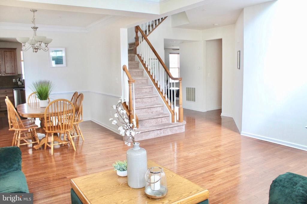 Stunning wood floors through the first level - 4025 BRIDLE RIDGE RD, UPPER MARLBORO