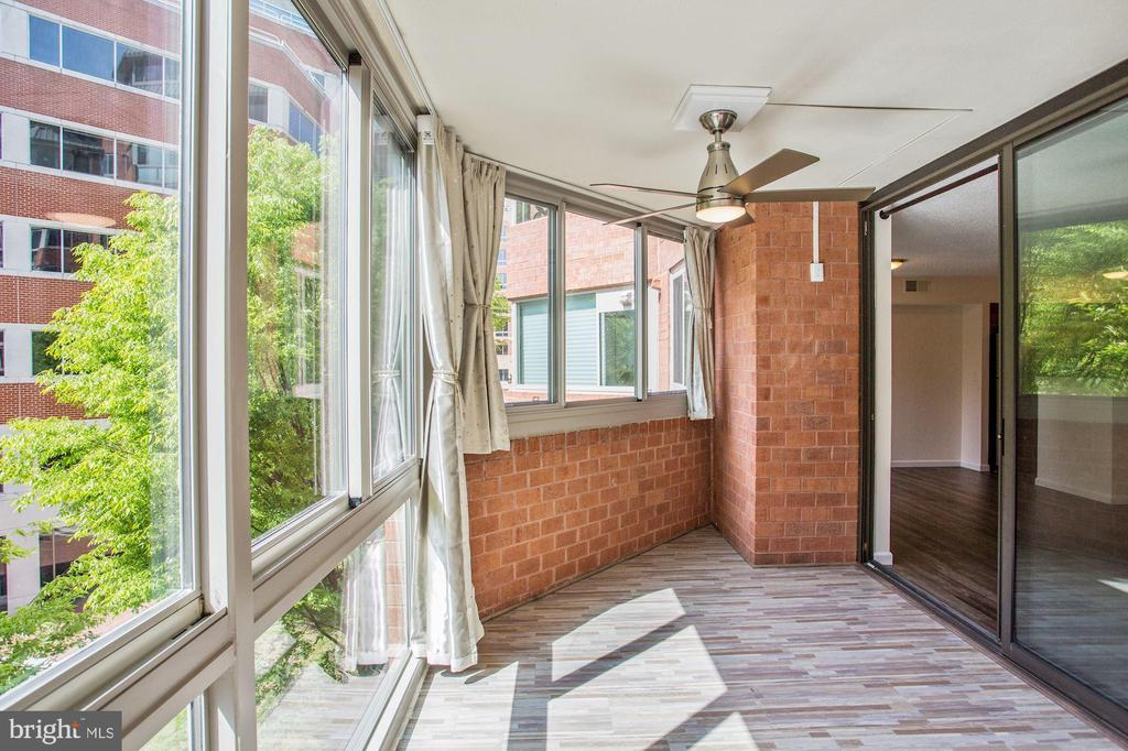 Wraparound sunroom - brand new windows & floors - 1001 N VERMONT ST #310, ARLINGTON