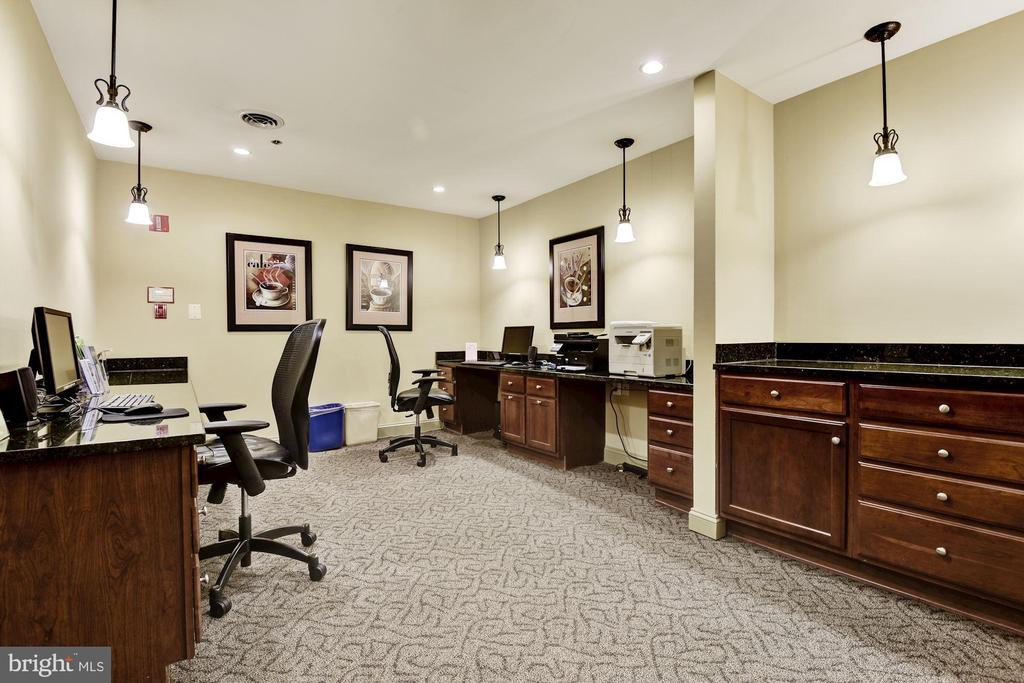 Business center - printing, scanning, and copying - 1001 N VERMONT ST #310, ARLINGTON