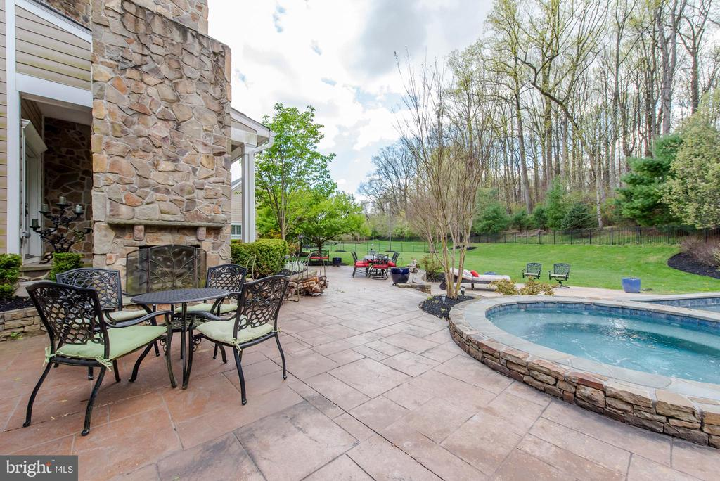Patio and Hot Tub - 5222 SWEET MEADOW LN, CLARKSVILLE