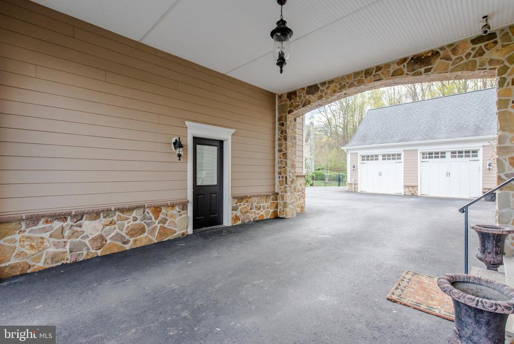 Covered Parking - 5222 SWEET MEADOW LN, CLARKSVILLE