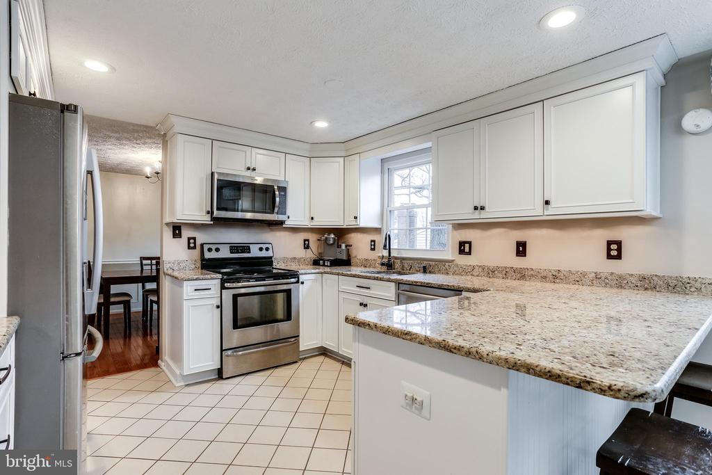 Gourmet Kitchen w/ Stainless Steel Appliances - 7924 BUTTERFIELD DR, ELKRIDGE