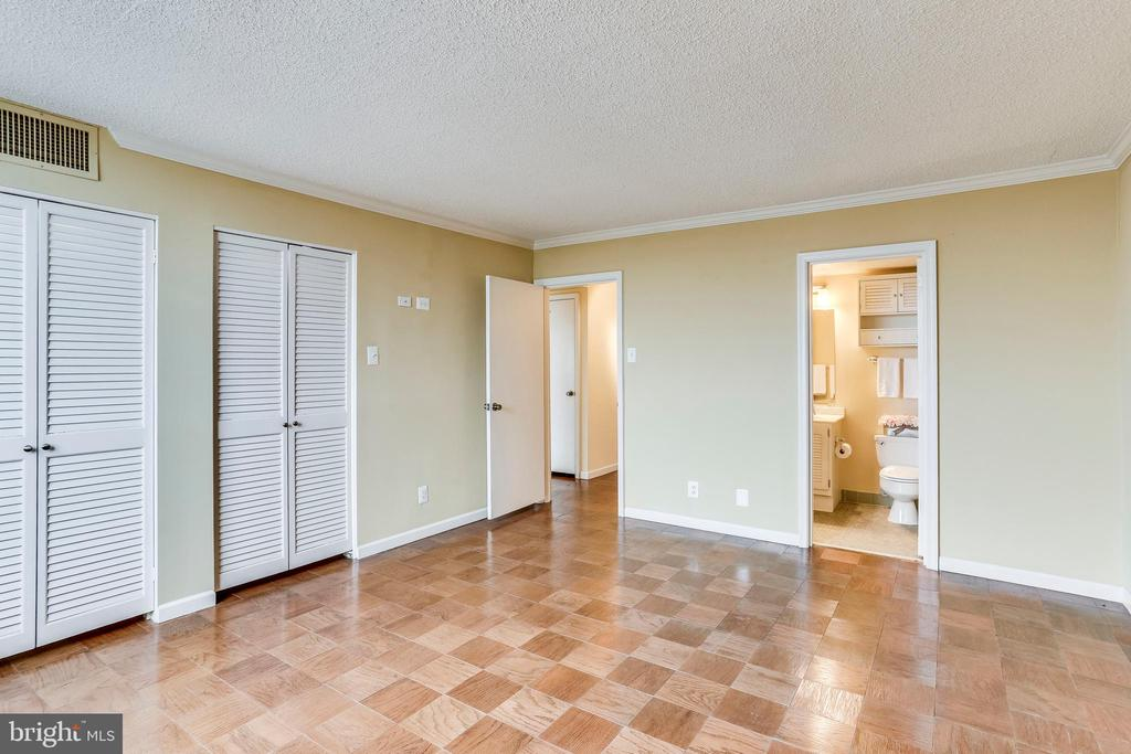 Master Bedroom With Attached Bath - 3800 FAIRFAX DR #1512, ARLINGTON