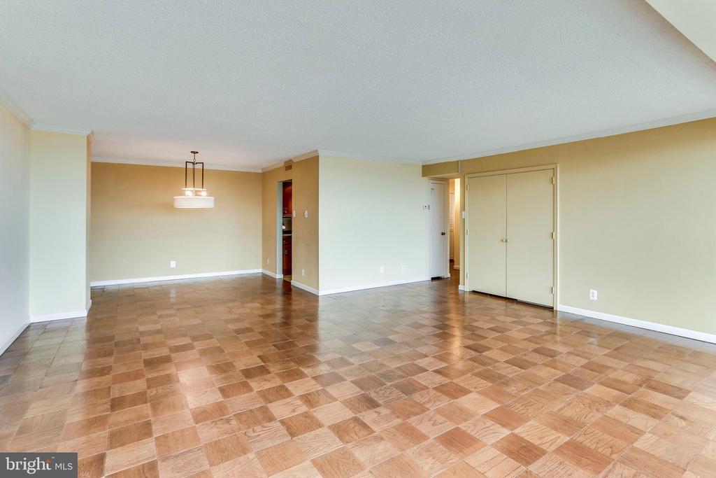 Living Room - 3800 FAIRFAX DR #1512, ARLINGTON