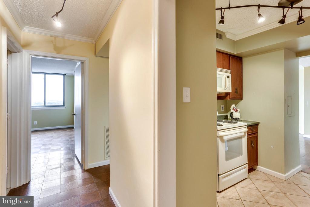 Hallway - 3800 FAIRFAX DR #1512, ARLINGTON
