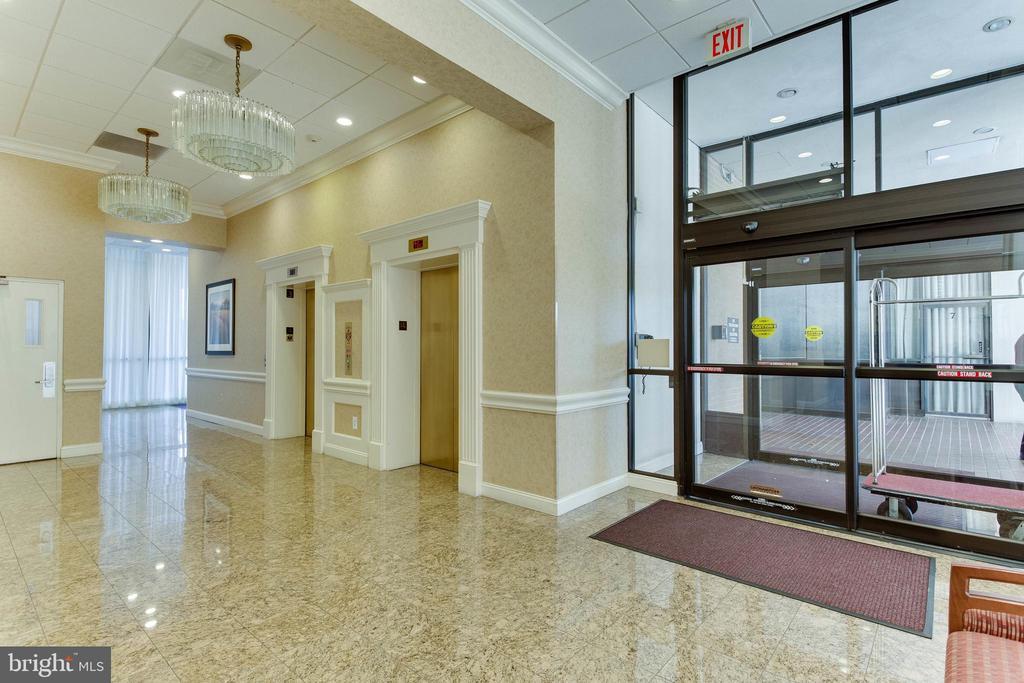 Atrium Lobby - 3800 FAIRFAX DR #1512, ARLINGTON